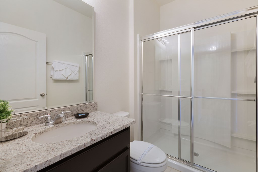 18_Bathroom_with_shower_0721.jpg