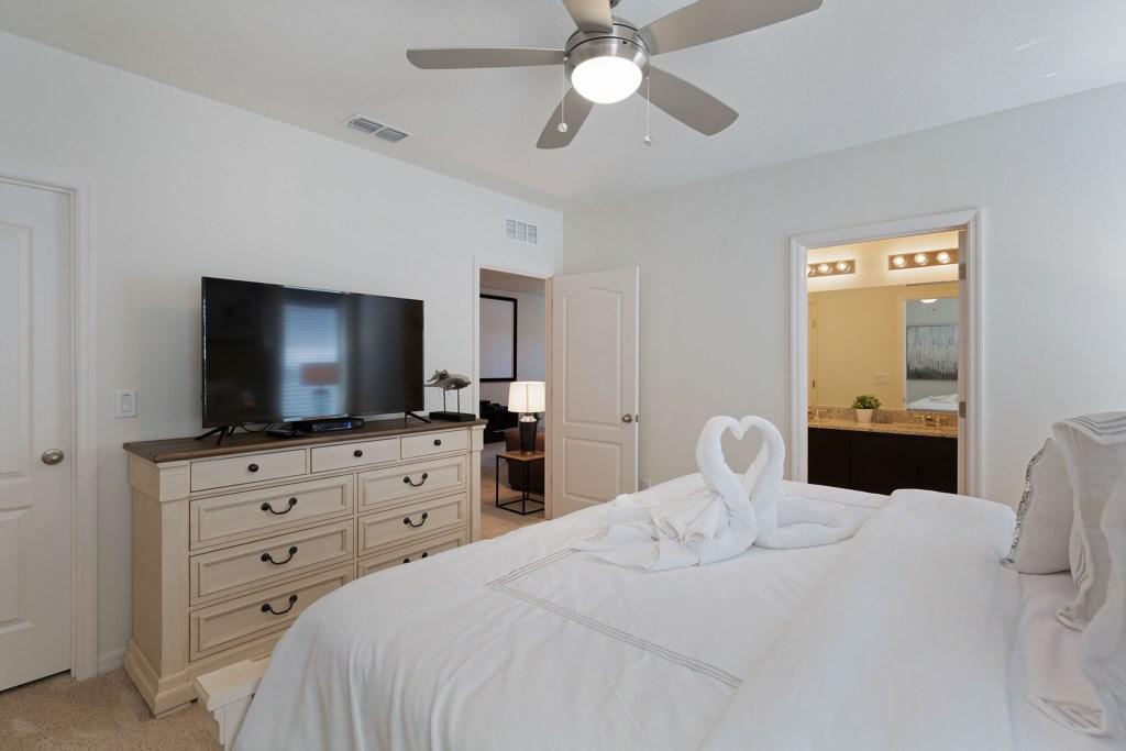 20_King_Bedroom_with_En-suite_Bathroom_0721.jpg