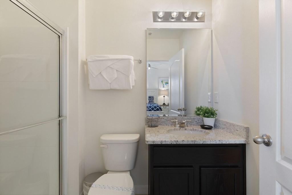 24_En-suite_Bathroom_0721.jpg
