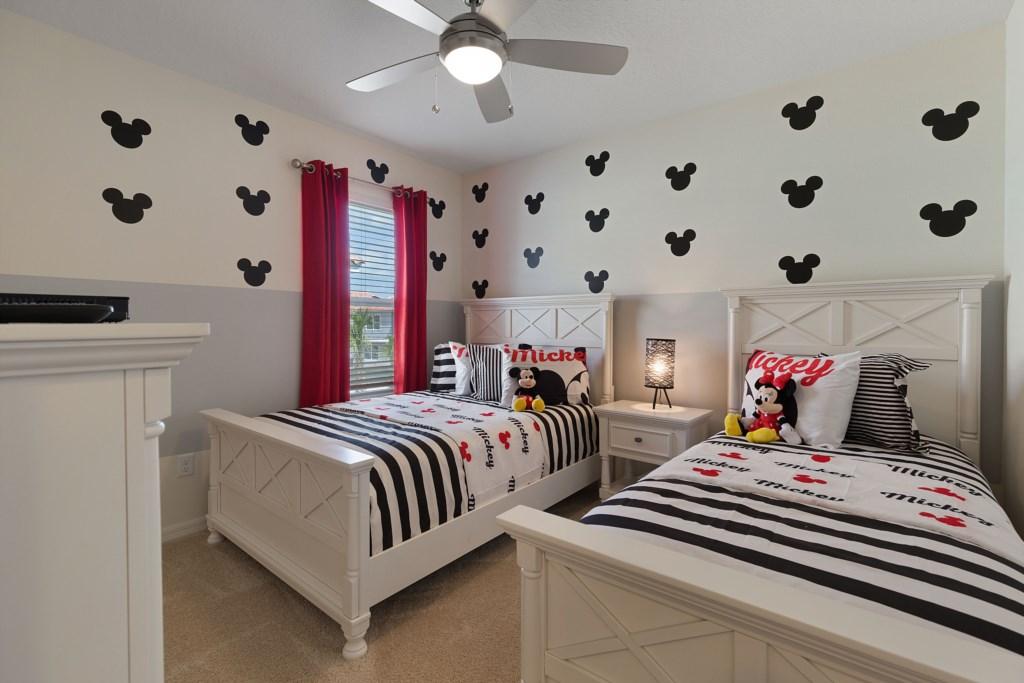 28_Twin_Bedroom_with_TV_0721.jpg
