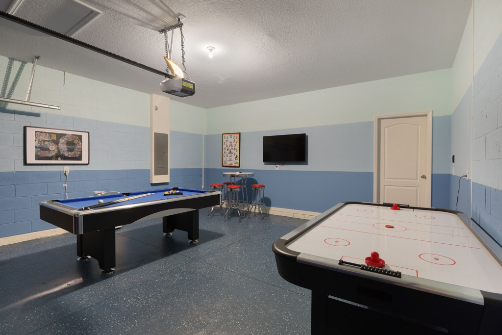 31_Games_Room_with_Pool_Table_0721.jpg