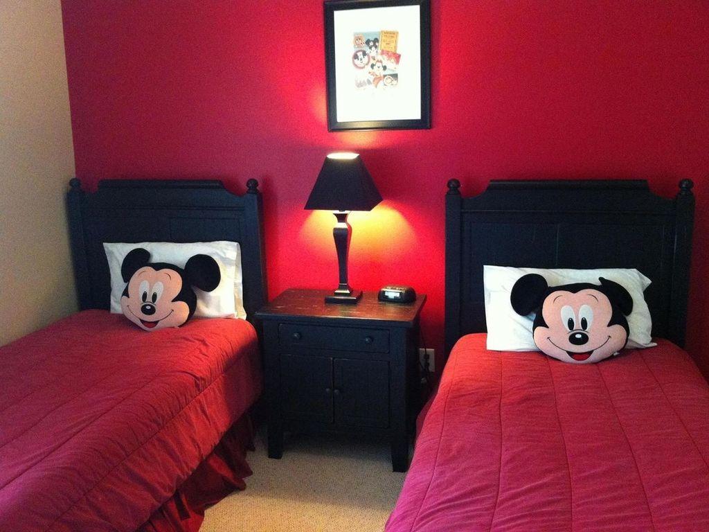 Mickey Mouse Bedroom (002).jpg