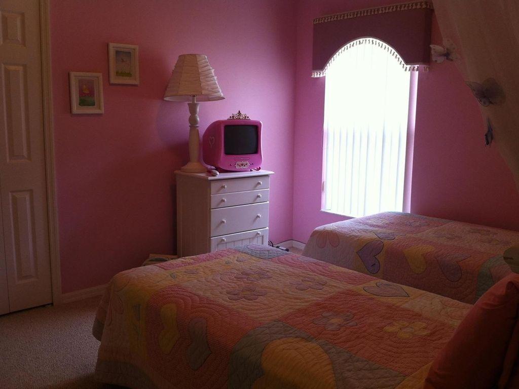Princess Bedroom (002).jpg