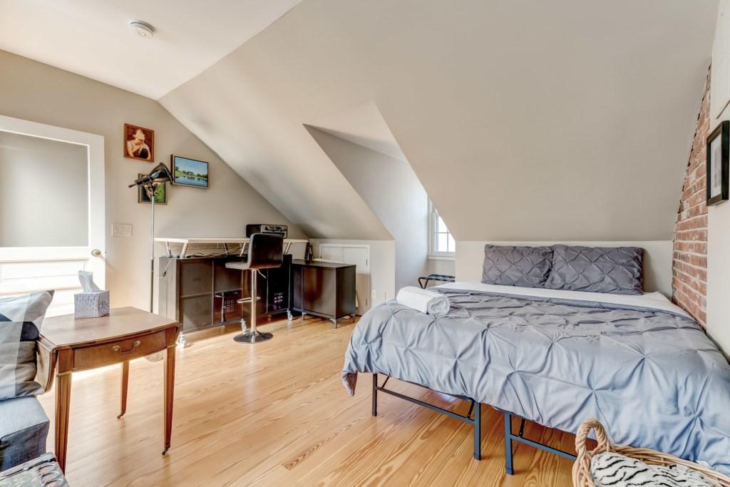 Upper Guest Bedroom Photo 2 of 5