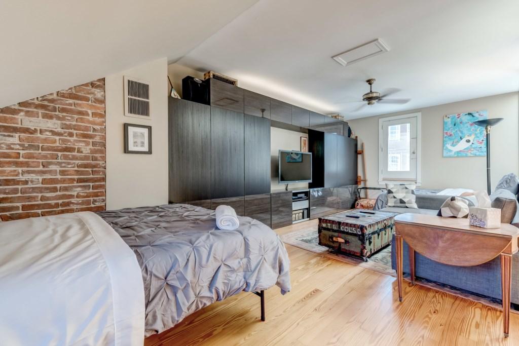 Upper Guest Bedroom Photo 4 of 5