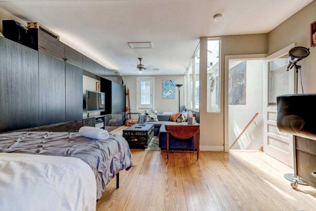 Upper Guest Bedroom Photo 5 of 5