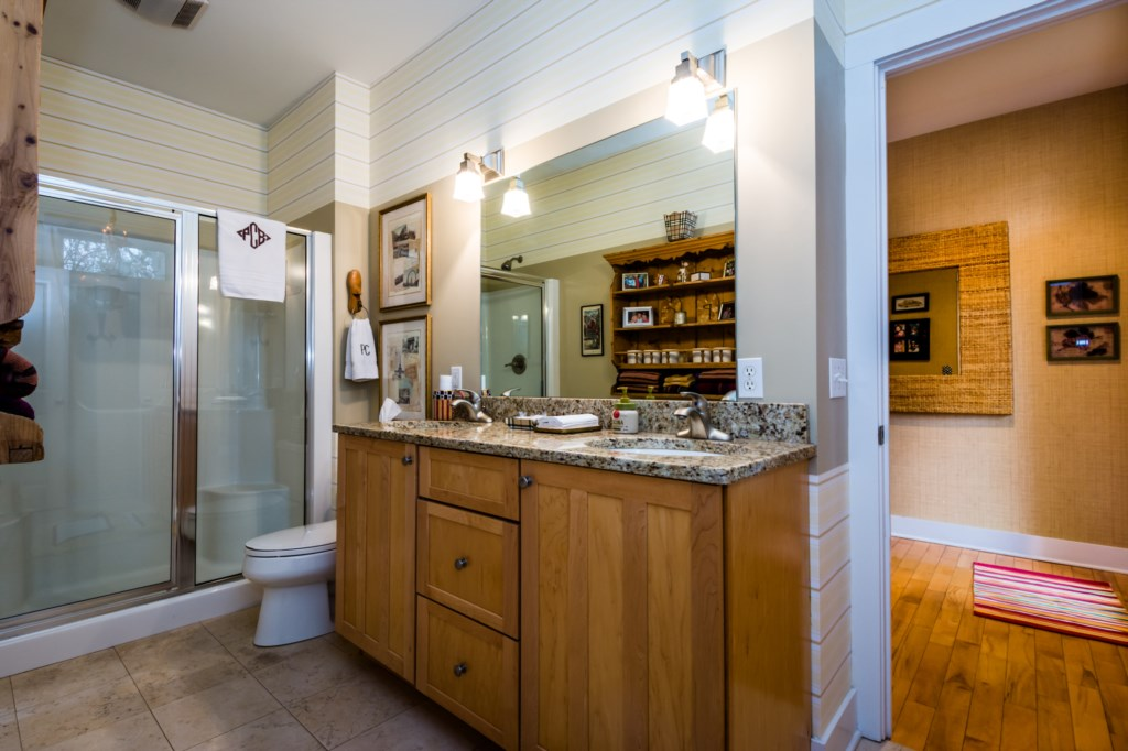 Full bathroom (shower)