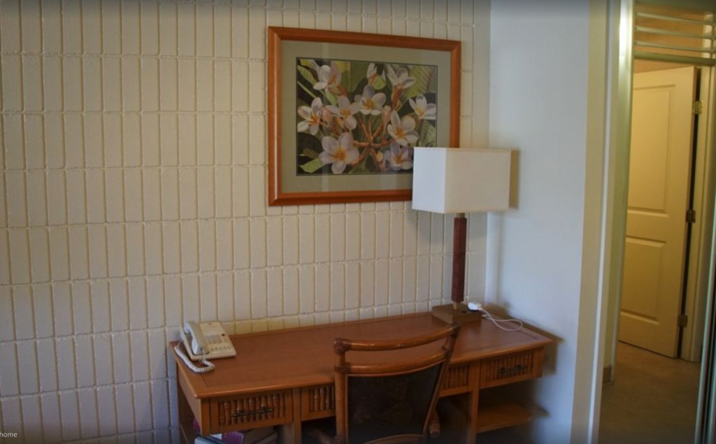 Napili Shores E 238.  Large desk with lamp and outlet for laptops