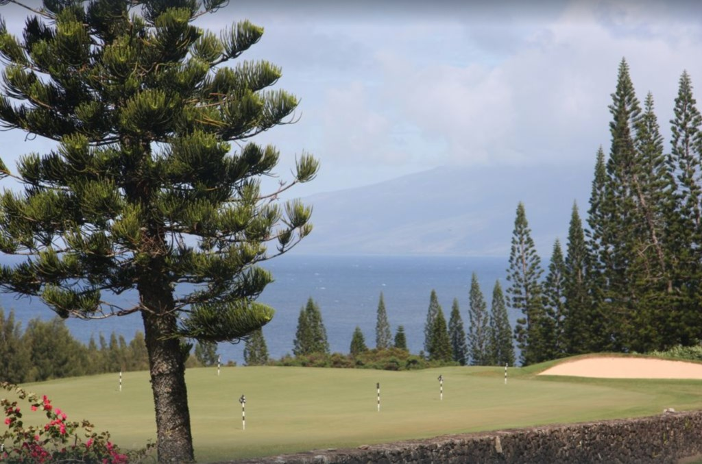 Gorgeous Ocean and outer Island views from the golf course.