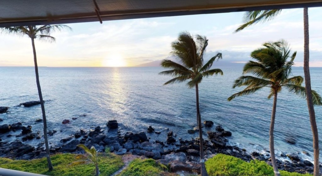 Take in the wonderul sunrise and sunsets that Maui offers.