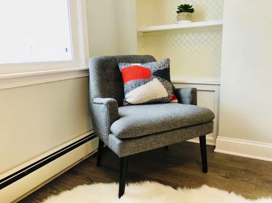bedroom cozy chair.JPG