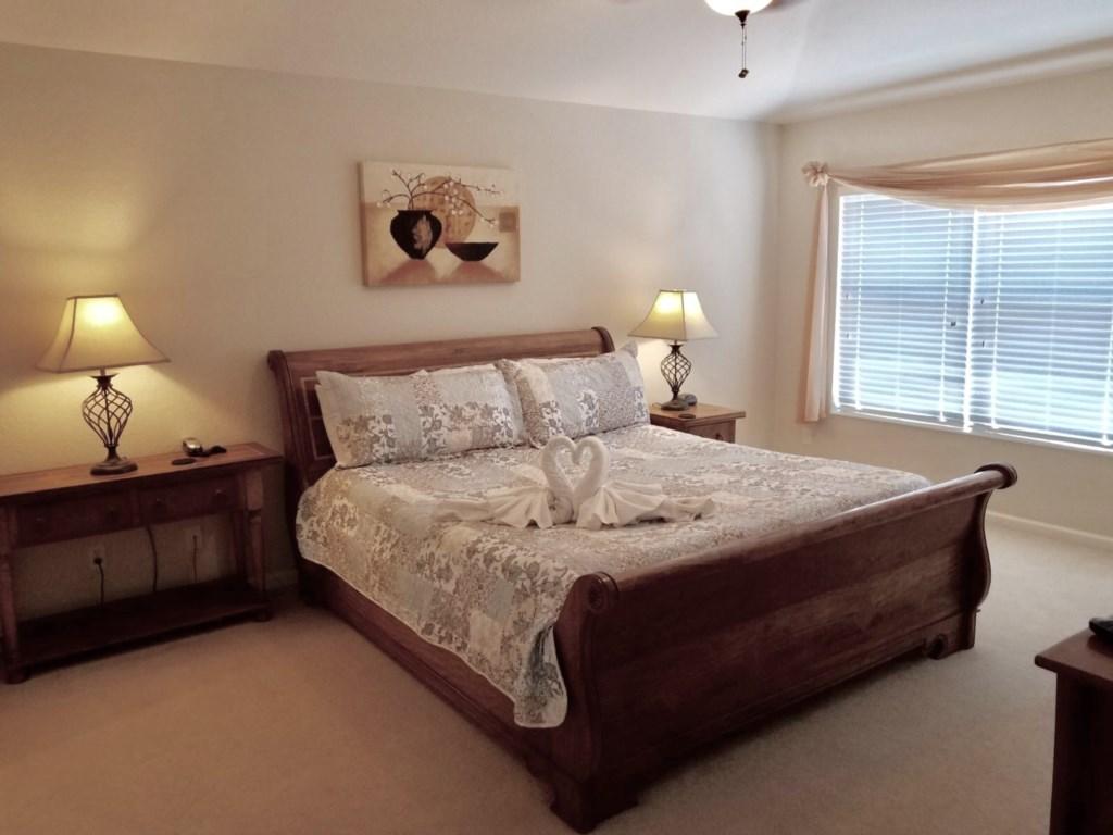Master bedroom 1_2.jpg