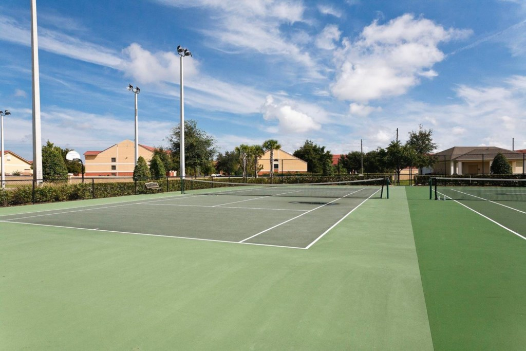 Windsor-Hills-tennis-courts-2010-09-09.jpg