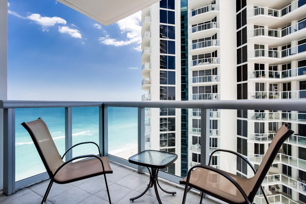 18683 Collins Avenue unit 1105