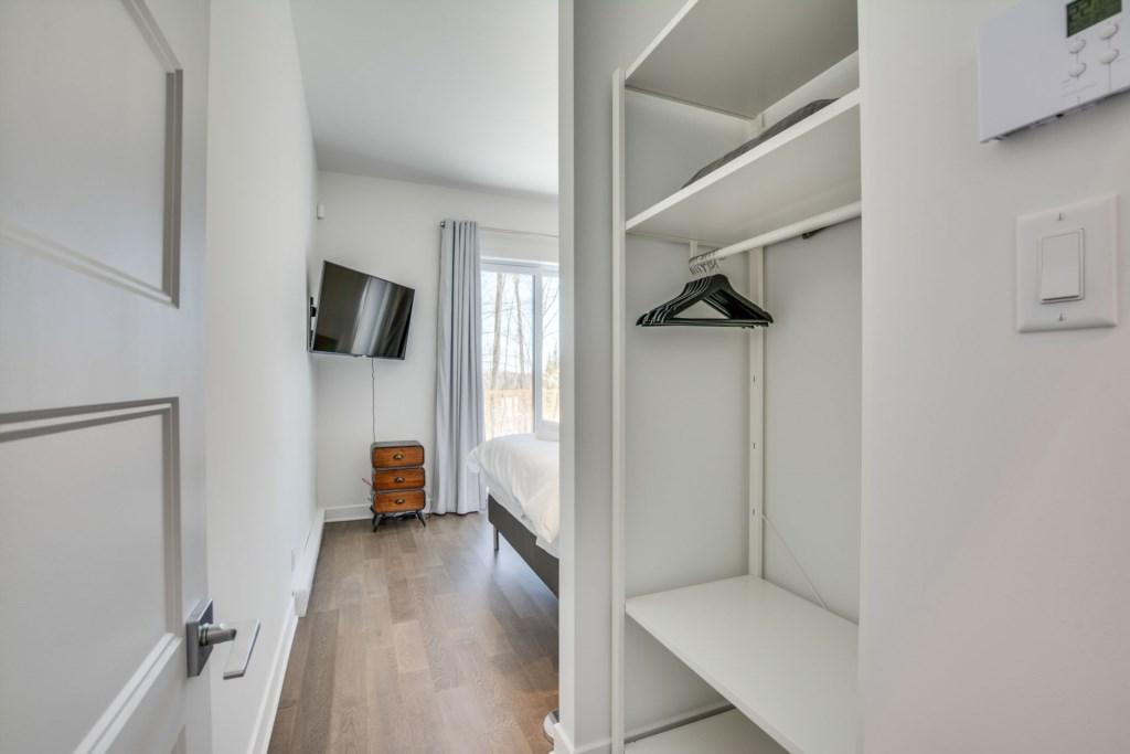 master-bedroom-1-closet.jpg