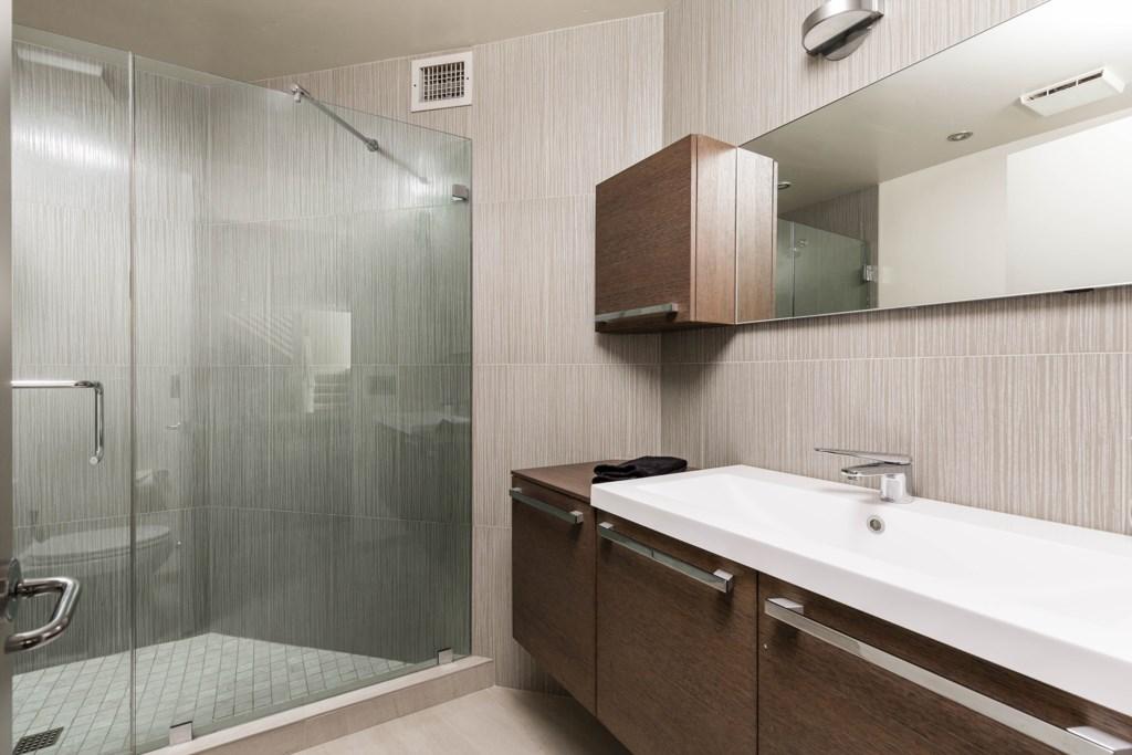 4th bathroom - ensuite