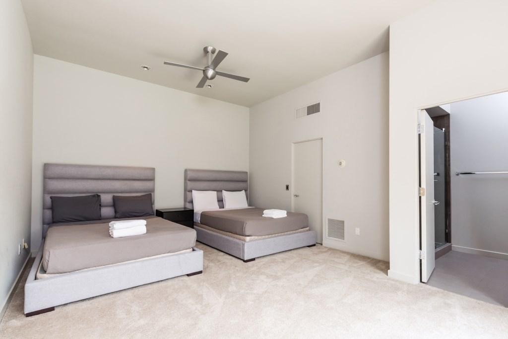 6th Bedroom (Guest House): 2 Queens with en-suite bathroom
