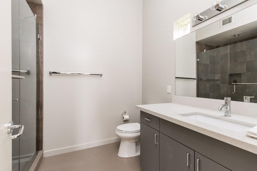 5th bathroom - Guest house ensuite