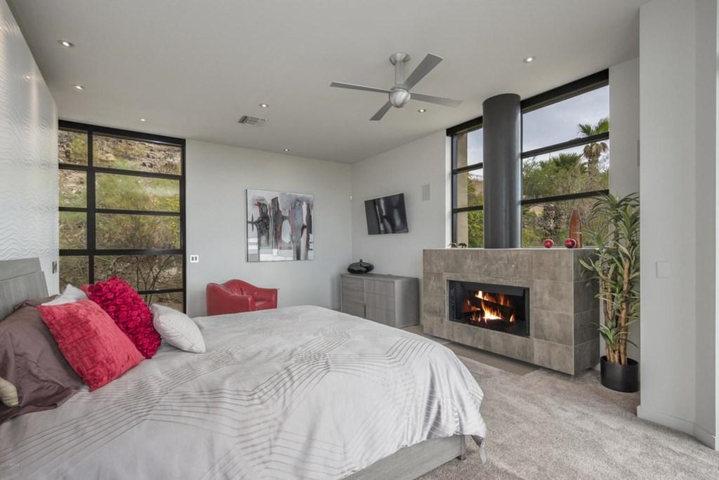 Master Bedroom: 1 King bed with en-suite bathroom