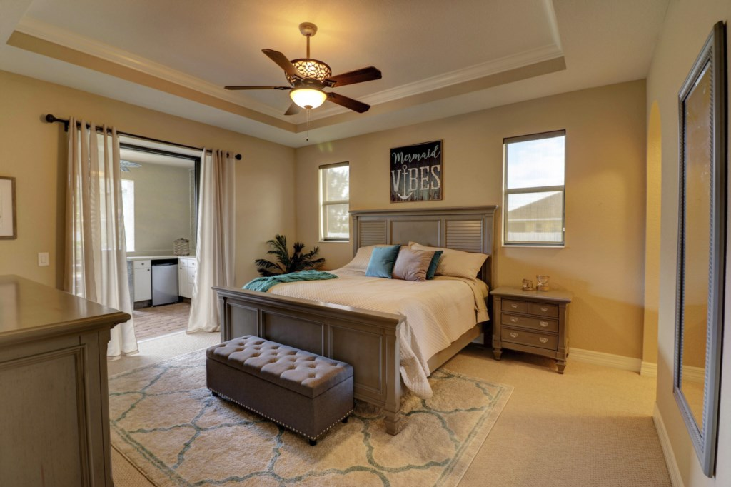Spacious Master Suite with private Bathroom