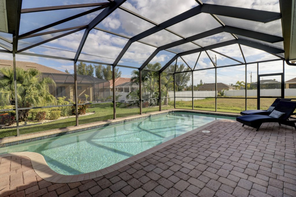 Relax in your Private pool soaking up the Florida Sunshine