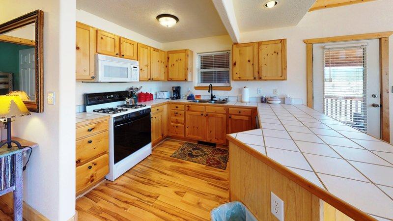4PiZRAwKmBd-Kitchen.jpg