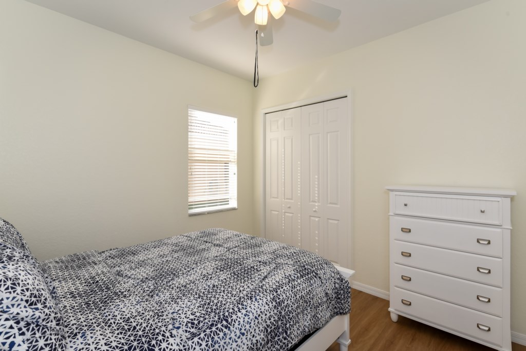 2nd Guest room with queen bed