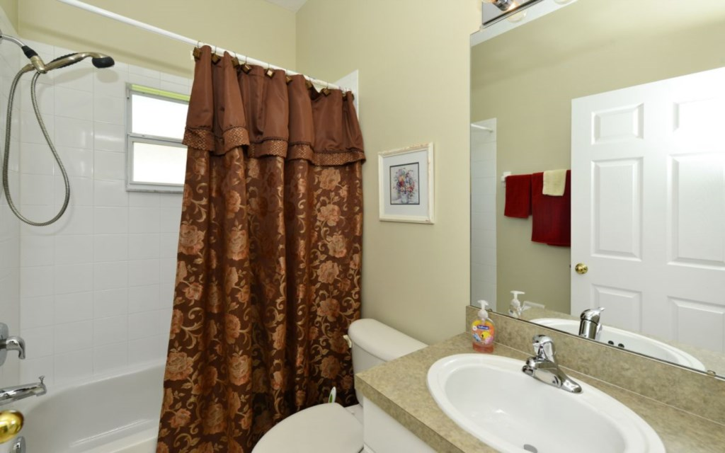 2nd bath room with shower-tub