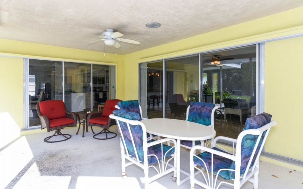 Covered outdoor Seating Area with big Sliding Doors to Living Room and DIning Area