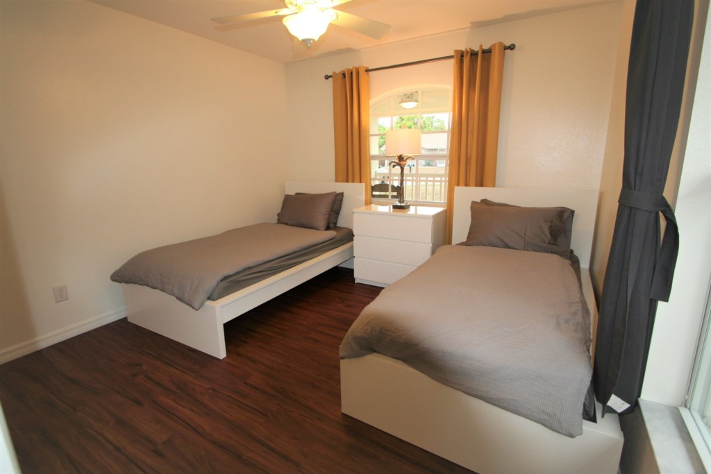 3. Bedroom with 2 twin beds