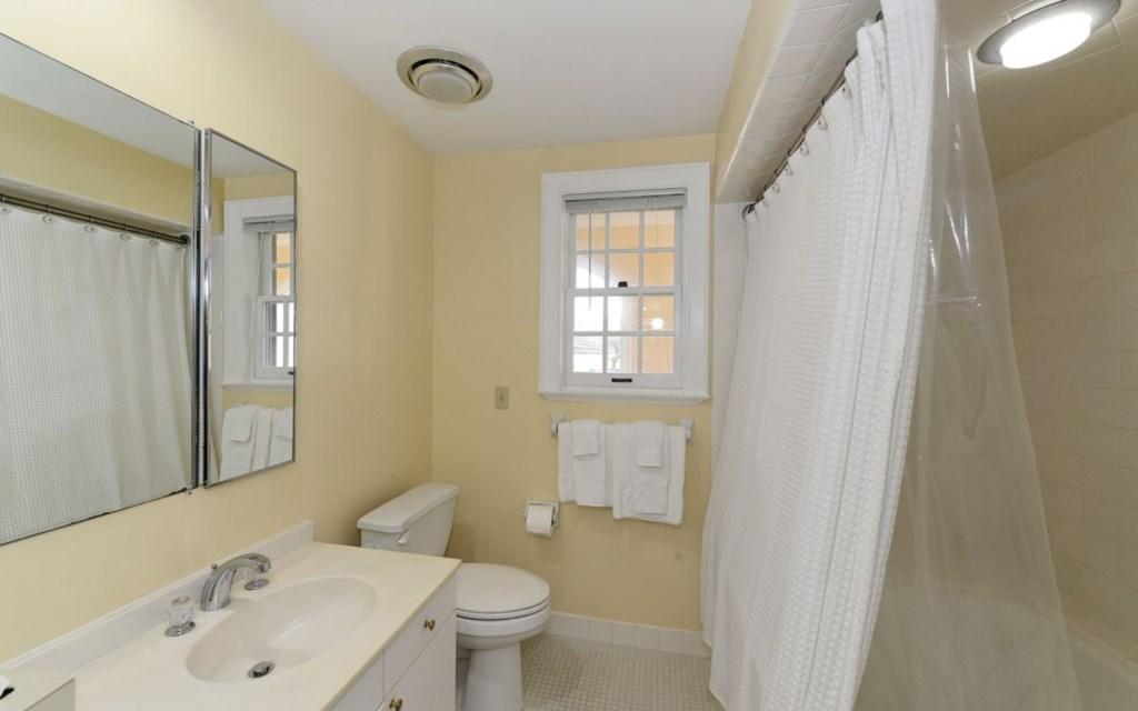 Bathroom with Shower-tub