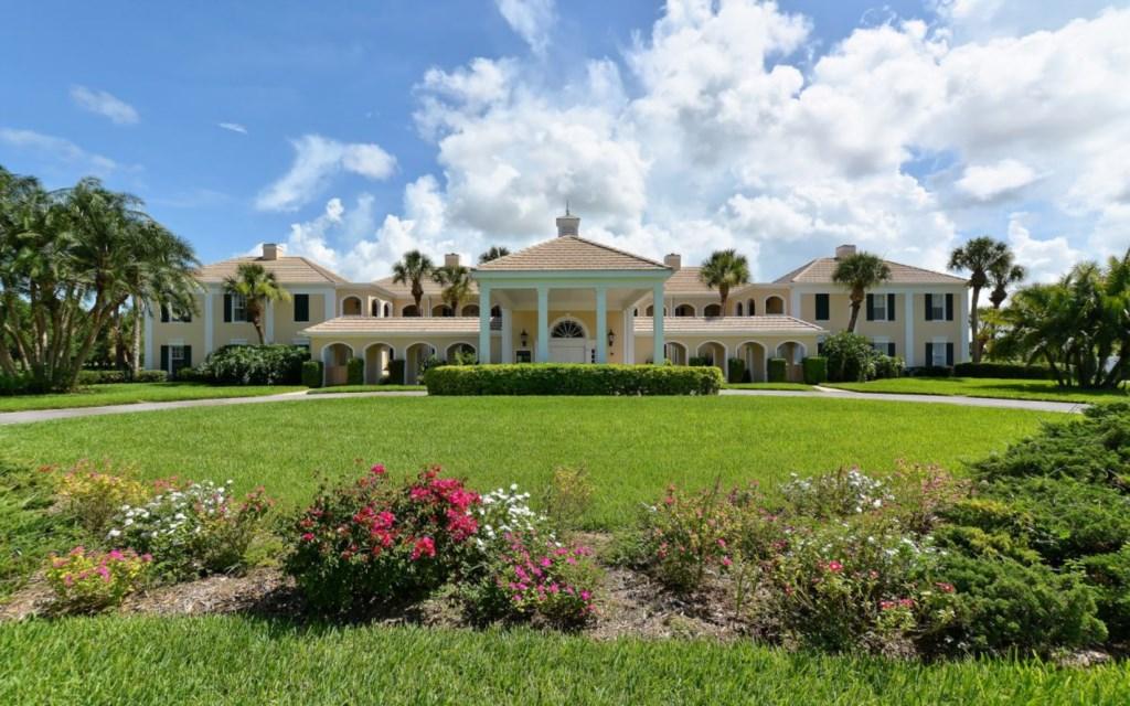 Windsor Lodge at The Oaks - 51 McEwen Dr, Osprey