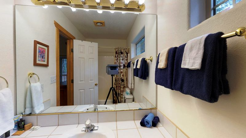 downstairs bathroom2.jpg
