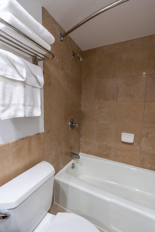 Shower / tub bathroom