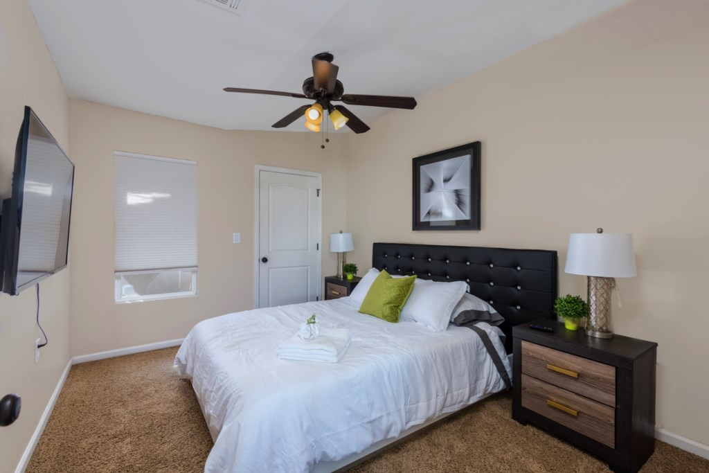 4th Bedroom with 1 Queen Bed