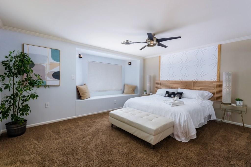 Master Bedroom: King Bed and en-suite bathroom (new)