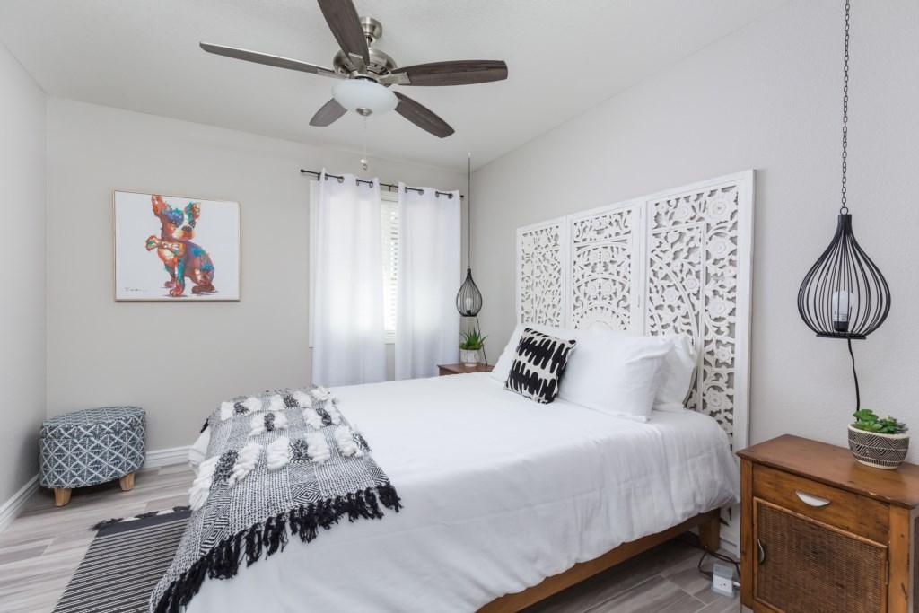 2nd Bedroom with1 Queen Bed