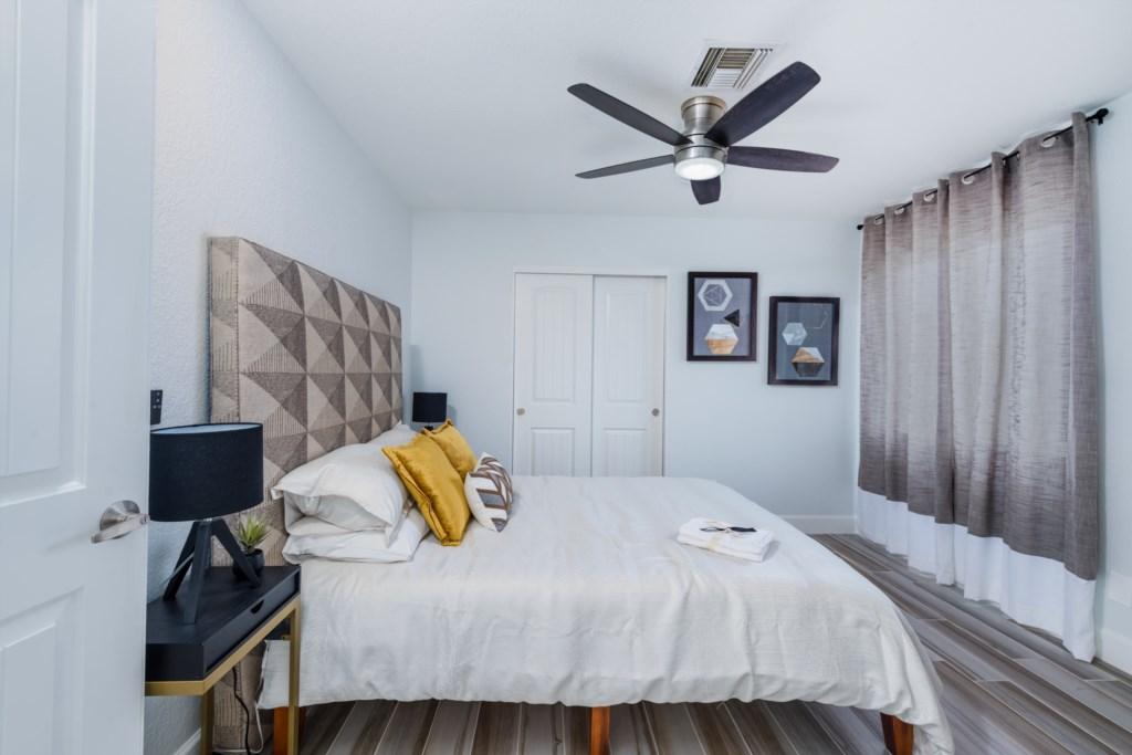 2nd Bedroom with 1 Queen bed