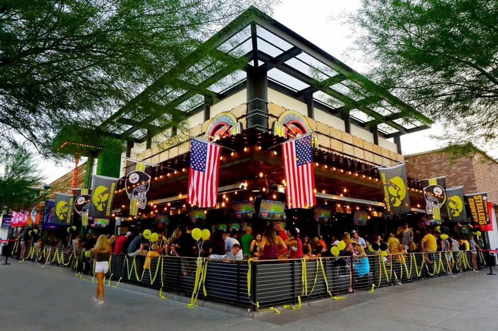 Outdoor restaurants in Old Town - minutes away