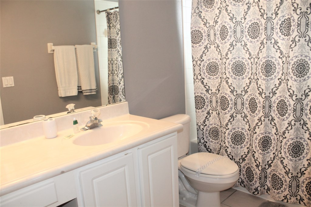 Elma's Southern Dunes House - Master Bathroom (Upstairs)