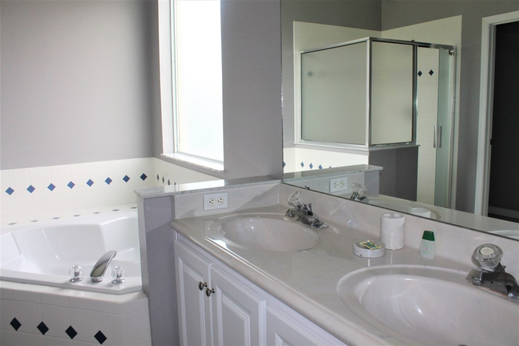 Elma's Southern Dunes House - Master Bathroom (Downstairs)