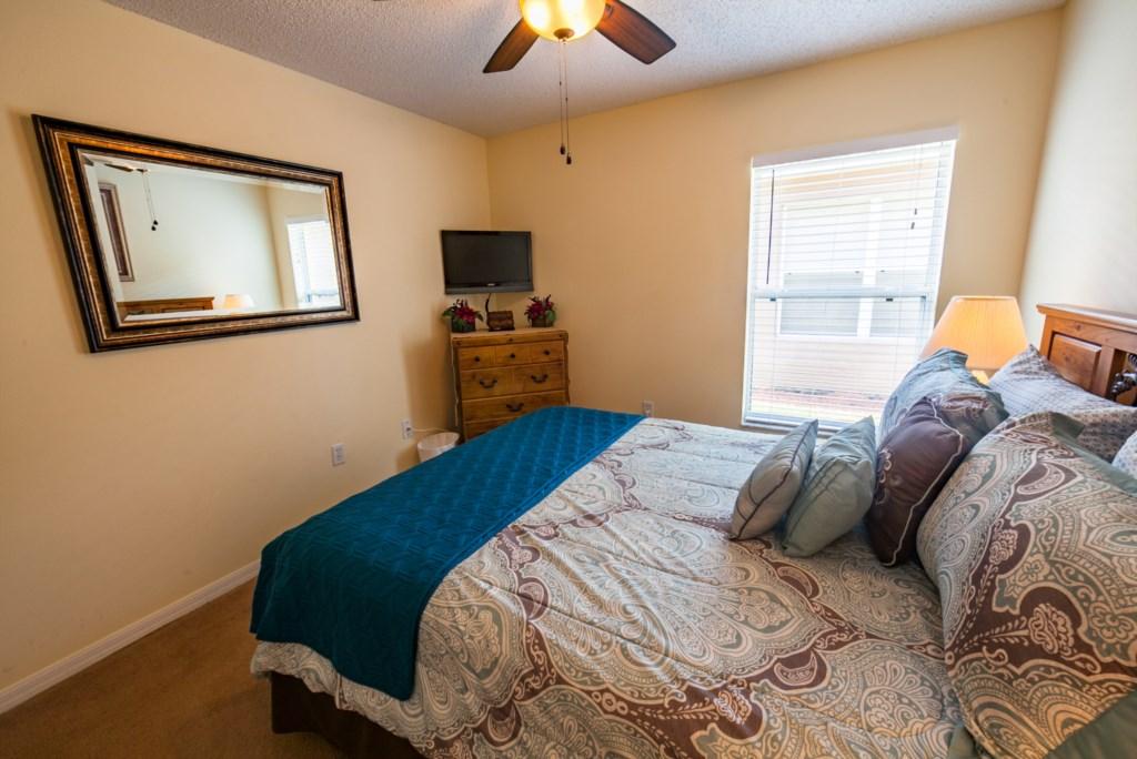 Queen Bedroom-2.jpg