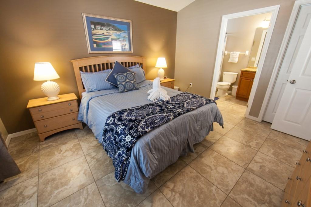 Queen Master Bedroom-2.jpg