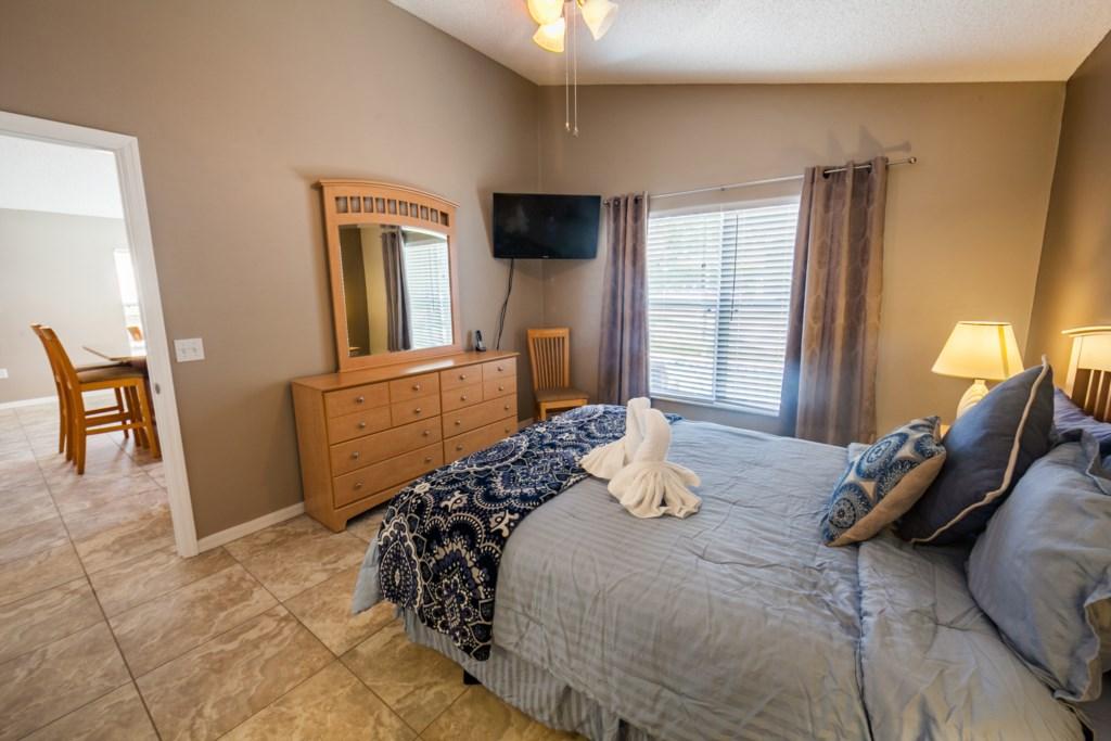 Queen Master Bedroom-4.jpg