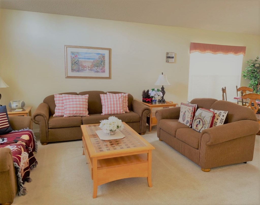 2709KL living room 1.jpg