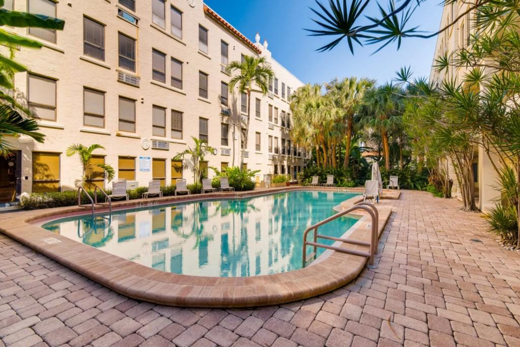 Palm Beach Hotel pool.jpg