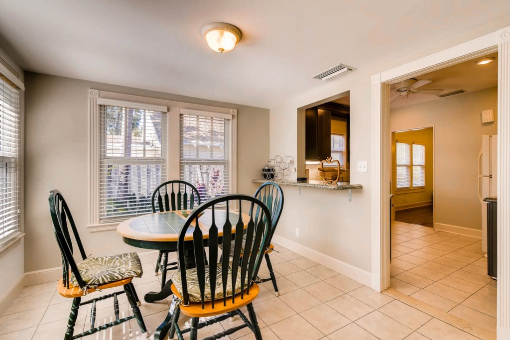 Fern Cottage Breakfast Area.jpg