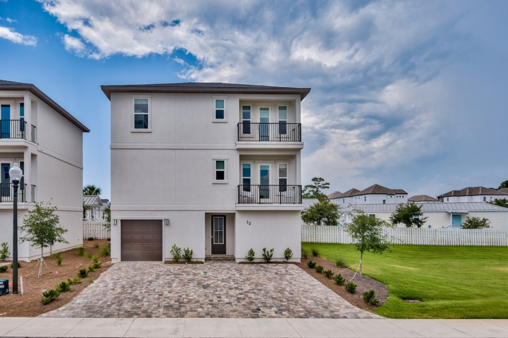 New Luxury 4 Bedroom 4.5 Bath Home close to the Beach