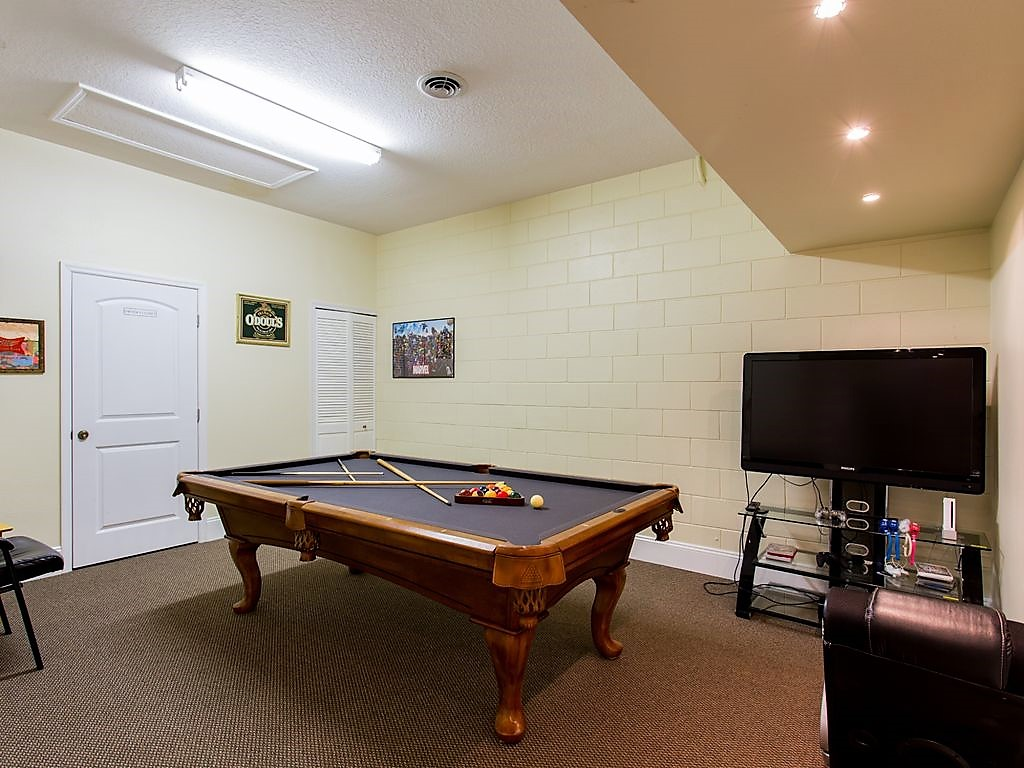 10. Games room with pool table.jpg