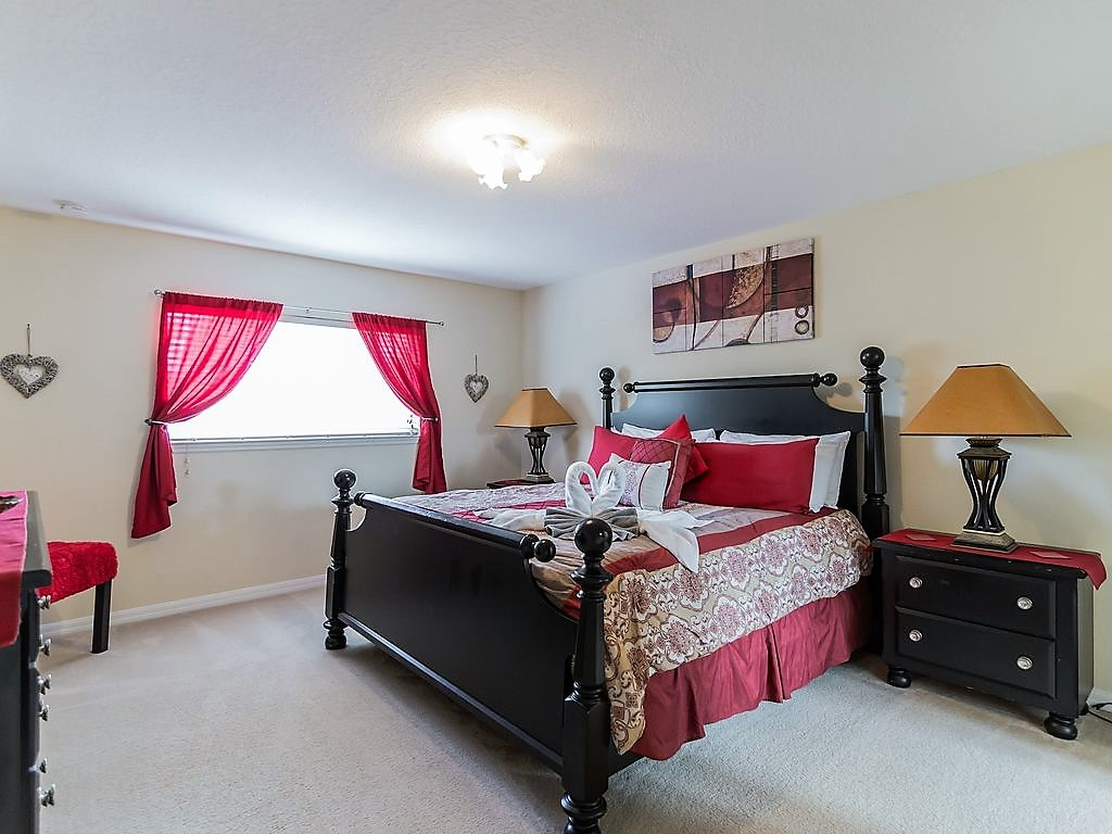 12. Master 3 upstairs with King size bed and en-suite bathroom.jpg